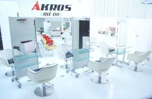 AKROS 青山 店内