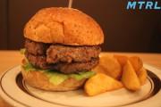 【渋谷グルメ】NEWオープンの隠れ家ハンバーガーショップで肉汁したたる粗挽きバーガーに出会った