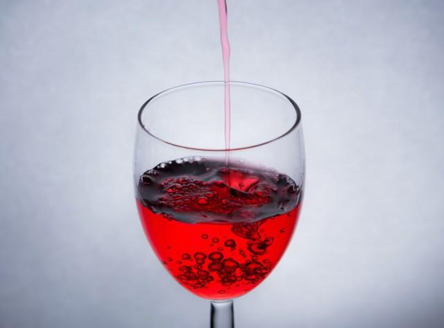 【サングリアはオシャレアイテム?】オーダーするお酒別女性の特徴を調査!