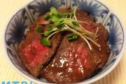 【食らえ俺の男飯】擦ってのせてチン!肉食系男子大歓喜のローストビーフ丼!