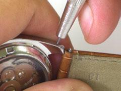 【たったこれだけで?!】簡単に革バンドの腕時計を綺麗にして長持ちさせる方法