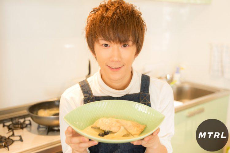 【#CUBERS 春斗の簡単キッチン】お家デートにピッタリ!彼女が喜ぶサーモンの豆乳煮