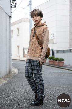 2016年秋の渋谷原宿リアルスタイル【MTRL_SNAP】秋色ニットのゆるモテコーデ! 小川 哲央