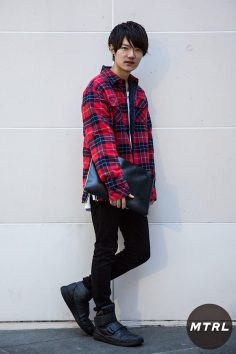 2016年秋の渋谷原宿リアルスタイル【MTRL_SNAP】赤×黒の王道のスタイルにアイテムで個性を出した 今野 遼太郎