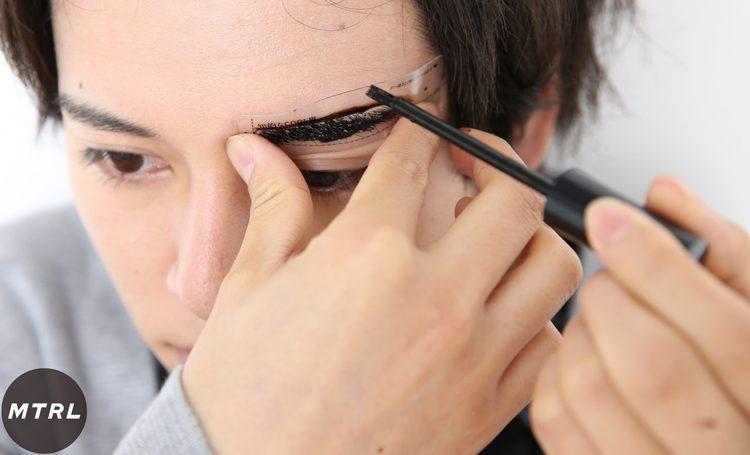【イケメンは眉でキマる!】女子に話題の眉ティントをメンズが使ってみた