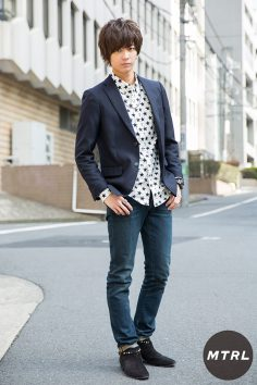 2017年冬の渋谷原宿リアルスタイル【MTRL_SNAP】柄シャツをうまく着こなしたおしゃれスタイル 岸 遼太郎
