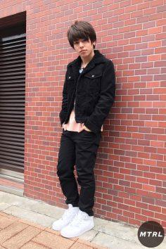 2017年春の渋谷原宿リアルスタイル【MTRL_SNAP】ピンクを差し色に使った春先取りコーデ 小川哲央