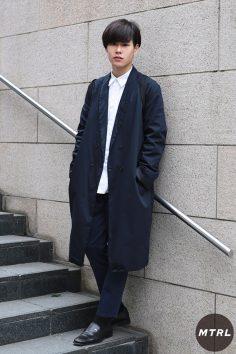 2017年春の渋谷原宿リアルスタイル【MTRL_SNAP】白シャツをインナーに使ったクリーンコーデ 黒坂英司