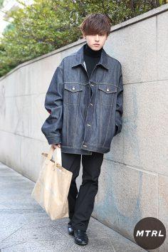 2017年春の渋谷原宿リアルスタイル【MTRL_SNAP】ビッグシルエットのデニムジャケットが主役の最旬春コーデ マツナガ ユウヤ