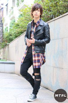 2017年春の渋谷原宿リアルスタイル【MTRL_SNAP】ロングシャツが主役の上級者ロックコーデ 今福歳生