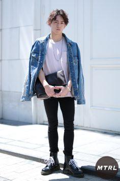 2017年春の渋谷原宿リアルスタイル【MTRL_SNAP】古着のデニムジャケットが主役のシルエット綺麗見せコーデ マスモト フウマ