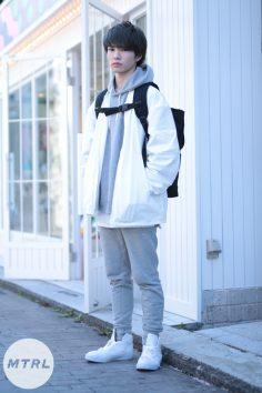 2017年春の渋谷原宿リアルスタイル【MTRL_SNAP】ホワイトとライトグレーで統一されたこなれコーデ 佐々木大道