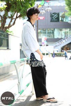 2017年春夏の渋谷原宿リアルスタイル【MTRL_SNAP】足元に下駄を使った上級者ゆるコーデ テシマ ユウスケ
