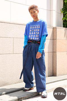2017年春夏の渋谷原宿リアルスタイル【MTRL_SNAP】古着のTシャツを使ったオールブルーコーデ 染野翔太
