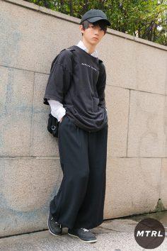 2017年渋谷原宿秋のリアルスタイル【MTRL_SNAP】モノクロで統一感のあるカジュアルコーデ ミヤガワタツノスケ