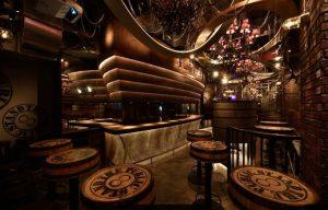 マドカ・ジャスミンが銀座コリドー街の新出会いスポット『パブリックスタンド』に潜入!