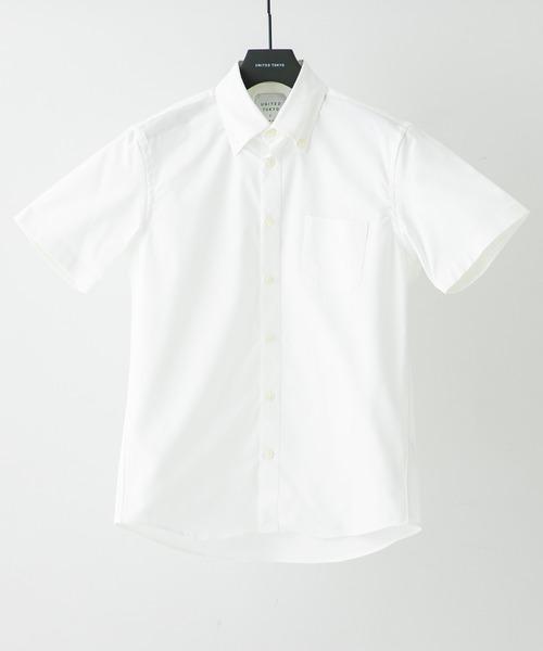 OOLMAX・のオックスフォードを使用したボタンダウンシャツ。 パリッとした表面感が上質さと清涼感を醸し出しています。 また、ストレッチ入りでストレスフリーでご着用頂けます。 COOLMAX・は優れた吸水速乾性を持ち、汗をかきやすい夏はもちろん、湿気による体の冷えを防ぐため寒い時期にも使用できる優れた素材です。 洗濯後の乾燥も驚くほど早いので旅行などにも最適です。 UNITED TOKYO COOLMAX オックスボタンダウンショートスリーブシャツ ¥7,040