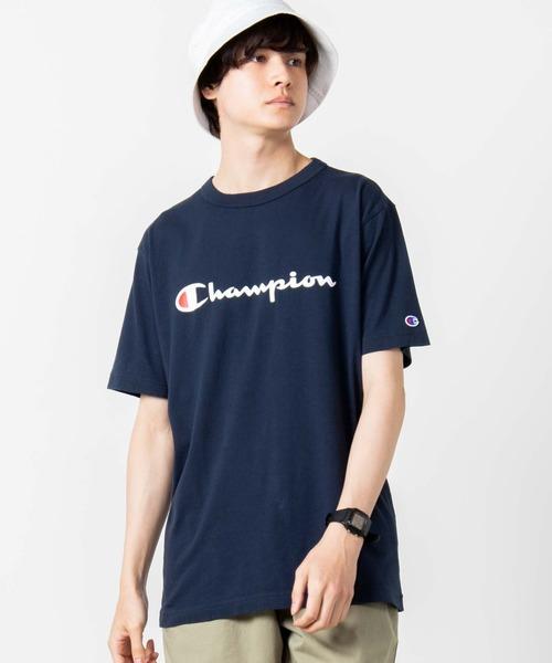 """老舗ウェアブランド""""Champion""""のTシャツ。 フロントのロゴプリントと袖口のブランドロゴ刺繍が着こなしのアクセントになります。 サイズ、カラーバリエーションともに豊富なので、ご自身に合ったものをお選び頂けます。 トレンドにも左右されづらく、年をまたいで長くご愛用頂けます。 男女問わずユニセックスでお使い頂けるので、ご自身用は勿論、プレゼントにもオススメです。 Champion ∴WEGO/【一部店舗限定】Champion チャンピオン ロゴ半袖Tシャツ ¥2,750"""